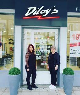 Les deux associées de che Diloy's devant leur salon