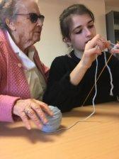 les plus âgées ont appris la belote et le tricot aux plus jeunes